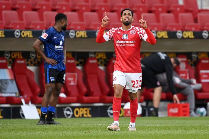 Phillipp Mwene juicht om een goal voor 1. FSV Mainz 05.