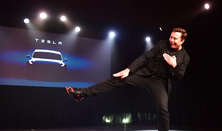 Archiefbeeld van, alweer, een dansende Elon Musk. Beeld AFP