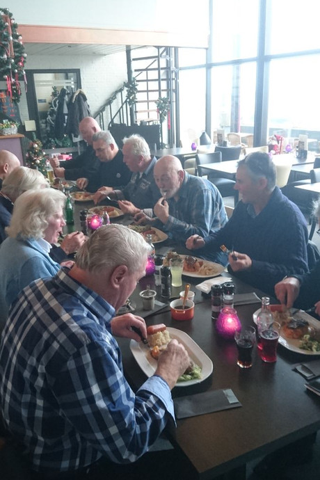 Stevige hap en douchebeurt in truckersrestaurant aan de Zeelandbrug