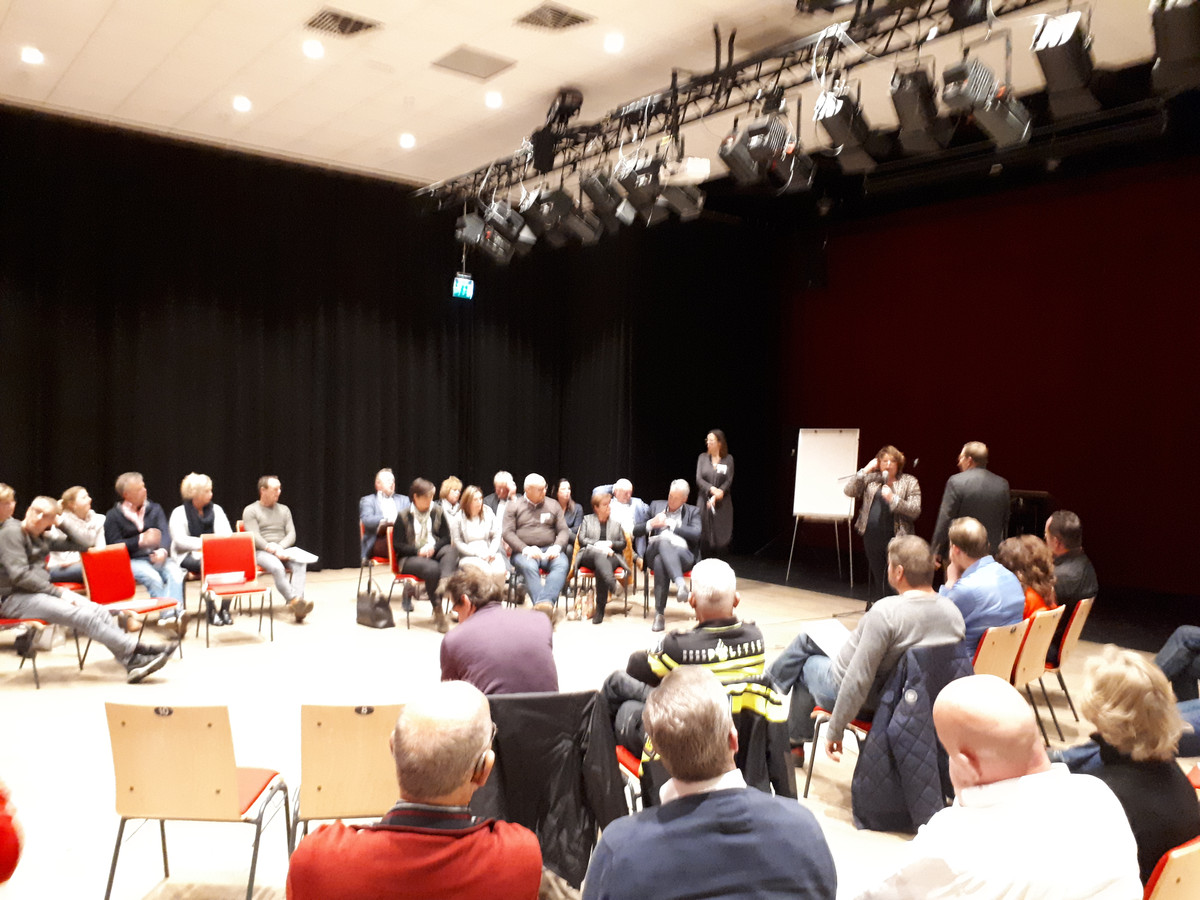 Op de bijeenkomst in Stroud kwamen circa 200 mensen af