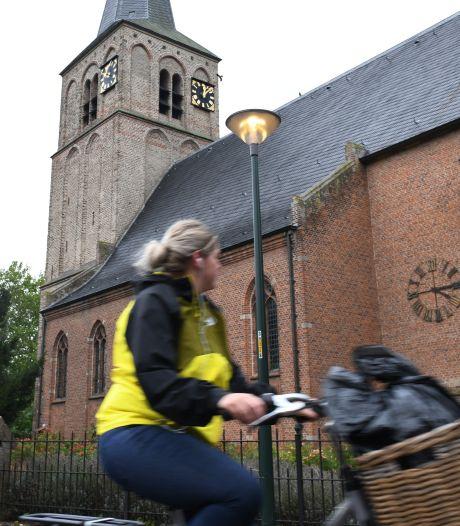 Straatverlichting in Ophemert brandt continu: 'Het verbaast mij niet als deze lampen in 2021 overdag nóg altijd branden'