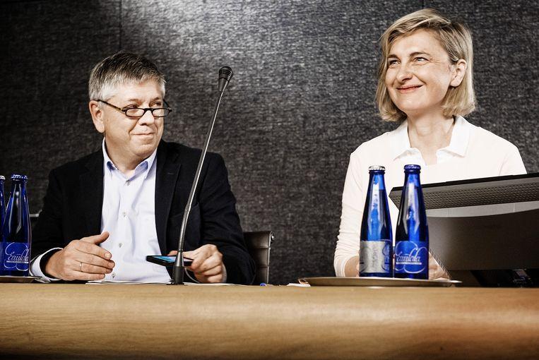 Ministers Jo Vandeurzen en Hilde Crevits op de persconferentie Vlaamse regering over het akkoord over de hervorming van de kinderbijslag. Beeld Eric de Mildt