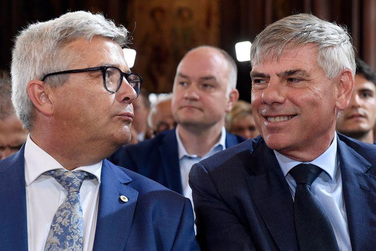 Van Dijck naast Filip Dewinter in het stadhuis van Brussel. Nu de N-VA'er ontslag heeft genomen, is ondervoorzitter Filip Dewinter van Vlaams Belang de facto de nieuwe parlementsvoorzitter.