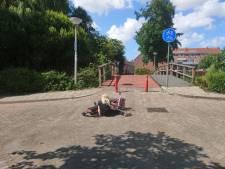 Kinderen en rolstoelen rollen van te hoge brug af: 'Pak die gevaarlijke brug eens aan'