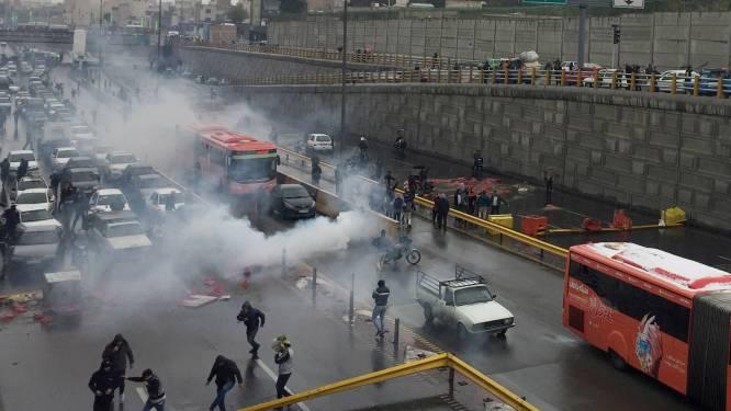 Agent doodgeschoten bij rellen in Iran, duizendtal mensen opgepakt