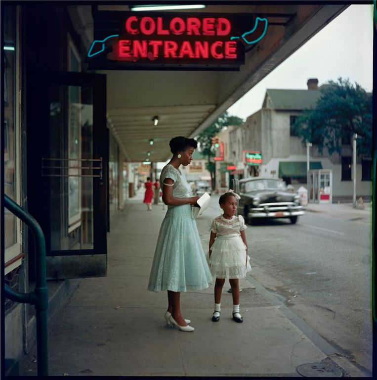 Department Store, Mobile, Alabama, 1956 Beeld rv (c) photograph by Gordon Parks. Courtesy of and copyright The Gordon Parks Foundation