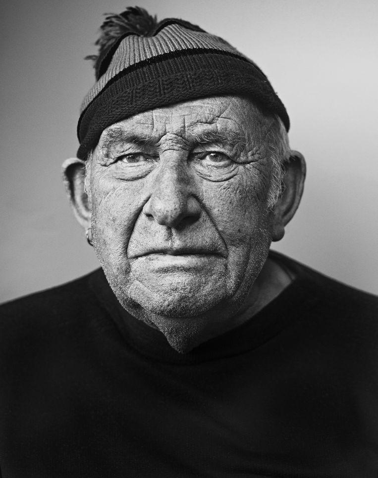 Gerard Degroote uit Heist heeft geen tattoos maar op zijn drieëntachtigste wel nog een oorbel in zijn oor - een oude zeemanstraditie. Beeld Stephan Vanfleteren