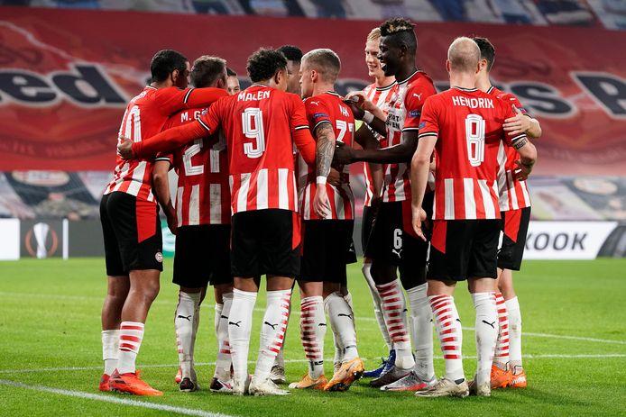 PSV gaat zwaar gehavend naar Vitesse door corona-besmettingen in de selectie.
