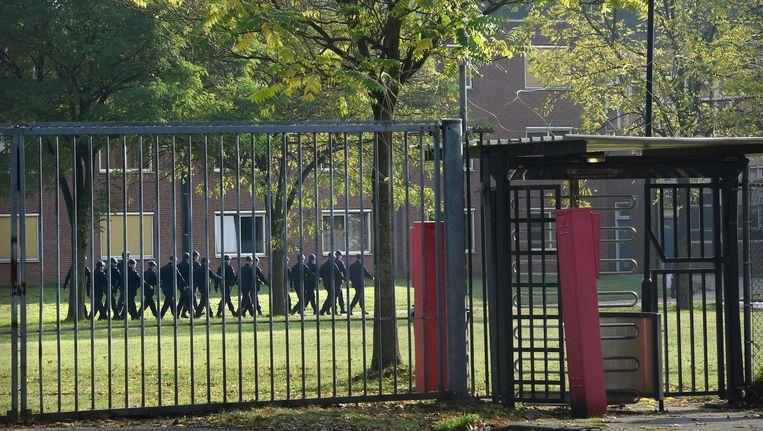 De Oranjekazerne, waar jonge soldaten stelselmatig slachtoffer bleken van intimidatie, vernedering en misbruik. Beeld Marcel van den Bergh / de Volkskrant