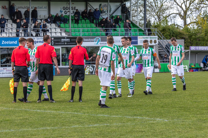 Kloetinge moest zaterdag met drie goals verschil winnen van Rijsoord om kampioen te worden, maar verloor met 0-4.
