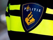 Automobilist rijdt in op agent in Zwolle