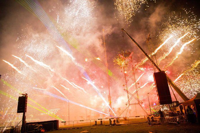 De georganiseerde vuurwerkshow vorig jaar bij de Kop van Java.