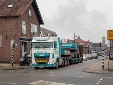 Met je fiets de stoep op in Dorpsstraat om truck te ontwijken, dat blijft zo in Hazerswoude Dorp na herinrichting