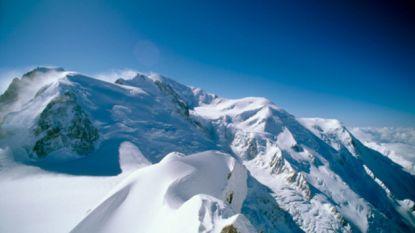 Alpinisten overleven val van 200 meter tijdens afdaling van Mont Maudit