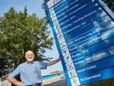 Na veertig jaar lobbyen krijgt Stan eindelijk zijn gewenste bewegwijzeringsbordjes bij sportpark in Zutphen