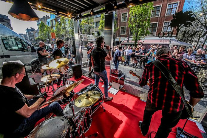 De band stelde eind 2018 de nieuwe verzamel elpee 'Courtrai Moderne' voor in het gekaapt hokje van Designregio Kortrijk op de Graanmarkt.