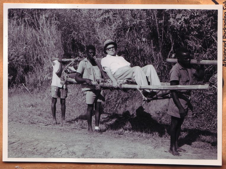 Archiefbeeld. Een Belgische ambtenaar laat zich dragen in Belgisch-Congo, circa 1950. Beeld ullstein bild via Getty Images