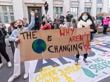 Une centaine de jeunes manifestent pour le climat devant le cabinet du Premier ministre
