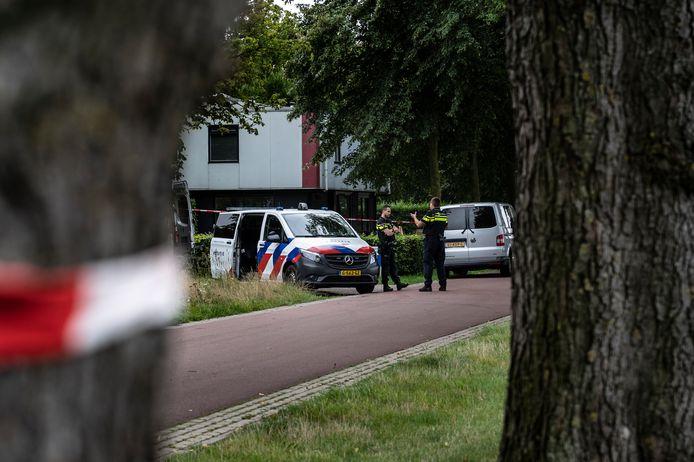 Onderzoek van de politie en forensische recherche een dag na de schietpartij op het complex van voormalig Kinderdorp Neerbosch.