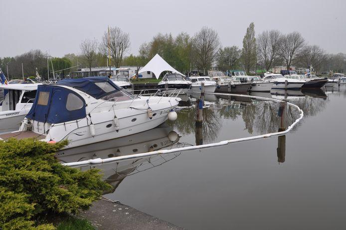 Het lek ontstond vermoedelijk in de jachthaven van de Gentse Leievaarders.