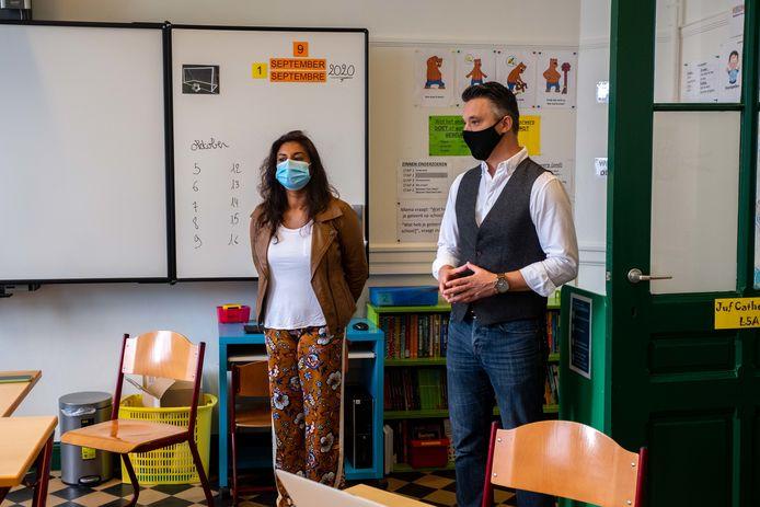 Jinnih Beels bezoekt basisschool De Horizon.