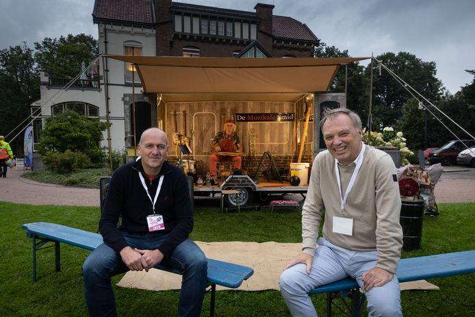 Han Evers en Luc Greven (r) zijn de organisatoren van Kopje Cultuur in Steenwijk, een festival met vooral straattheater in het centrum.