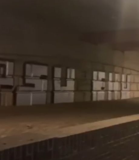 PSV-supporters brengen likje PSV-graffiti aan in tunnel bij Johan Cruijff Arena