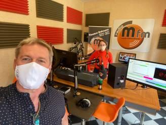 """Xina uit vijfde humane wetenschappen Atheneum Herzele loopt stage bij Radio M fm: """"Zelfs K3-kandidaat  Yoeran naar de studio gehaald"""""""