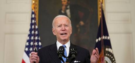 """Biden promet que tous les adultes américains pourront être vaccinés """"d'ici fin mai"""""""