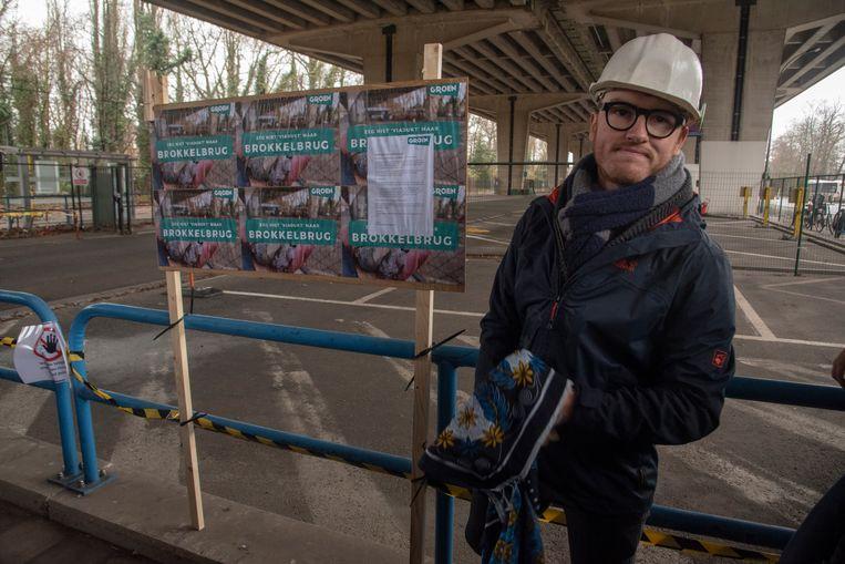 Bram Van Braeckevelt (toekomstig schepen voor Groen) onthulde de nieuwe naam van het viaduct: de brokkelbrug.
