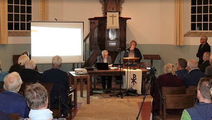 Poëziefestival in de kerk in Gelselaar.