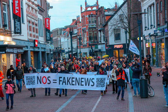 De demonstranten verzamelden op het Lieve Vrouwekerkhof en liepen een ronde door het centrum.