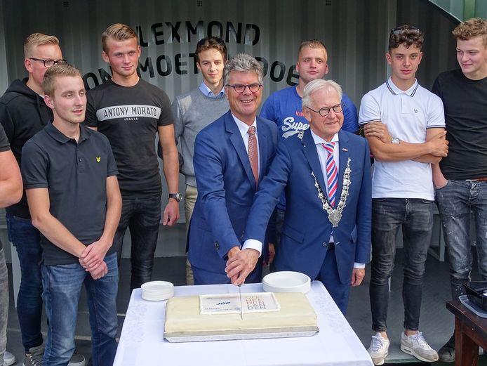 Eén van de bewonersplannen: een jongerenontmoetingsplaats (JOP) in Lexmond. Die werd onlangs geopend door burgemeester Jan Pieter Lokker en commissaris van de Koning Hans Oosters.