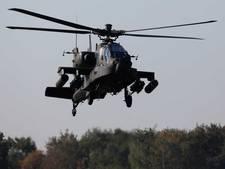 Luchtmacht oefent met apaches boven Almkerk
