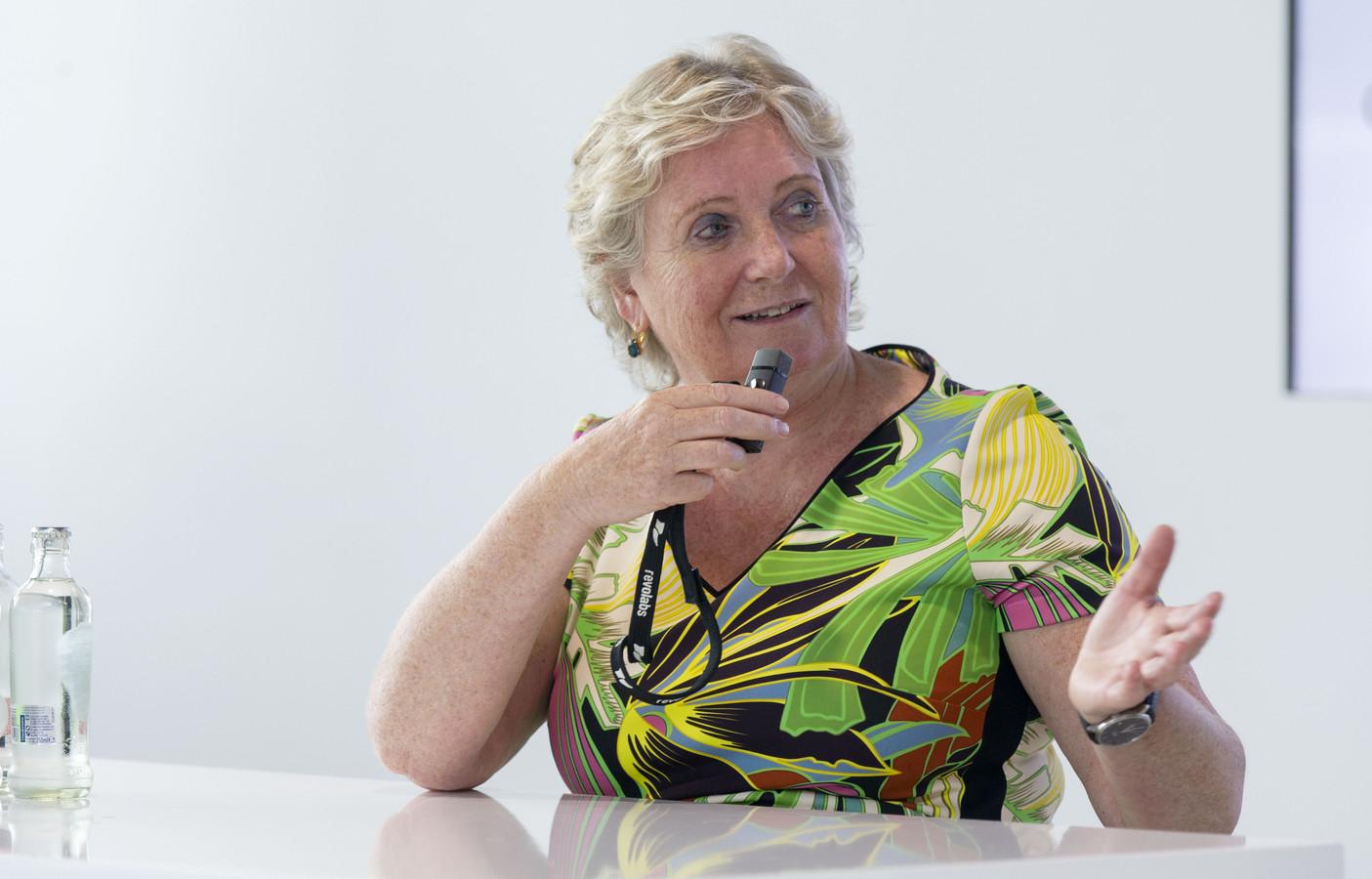 """Hoogleraar Lisette van Gemert van Universiteit Twente leidde het onderzoek naar het functioneren van de CoronaMelder. """"Niemand begrijpt iets van quarantaine en isolatie""""."""