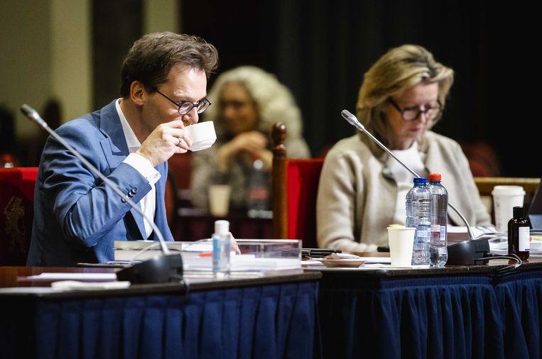 Tweede Kamerlid Ronald van Raak (SP) en Kasja Ollongren, demissionair minister van Binnenlandse Zaken en Koninkrijksrelaties, in de Eerste Kamer tijdens een debat over het correctief referendum. Beeld ANP