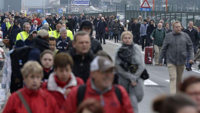 Massale evacuatie bij de luchthaven van Zaventem. Beeld Photo News