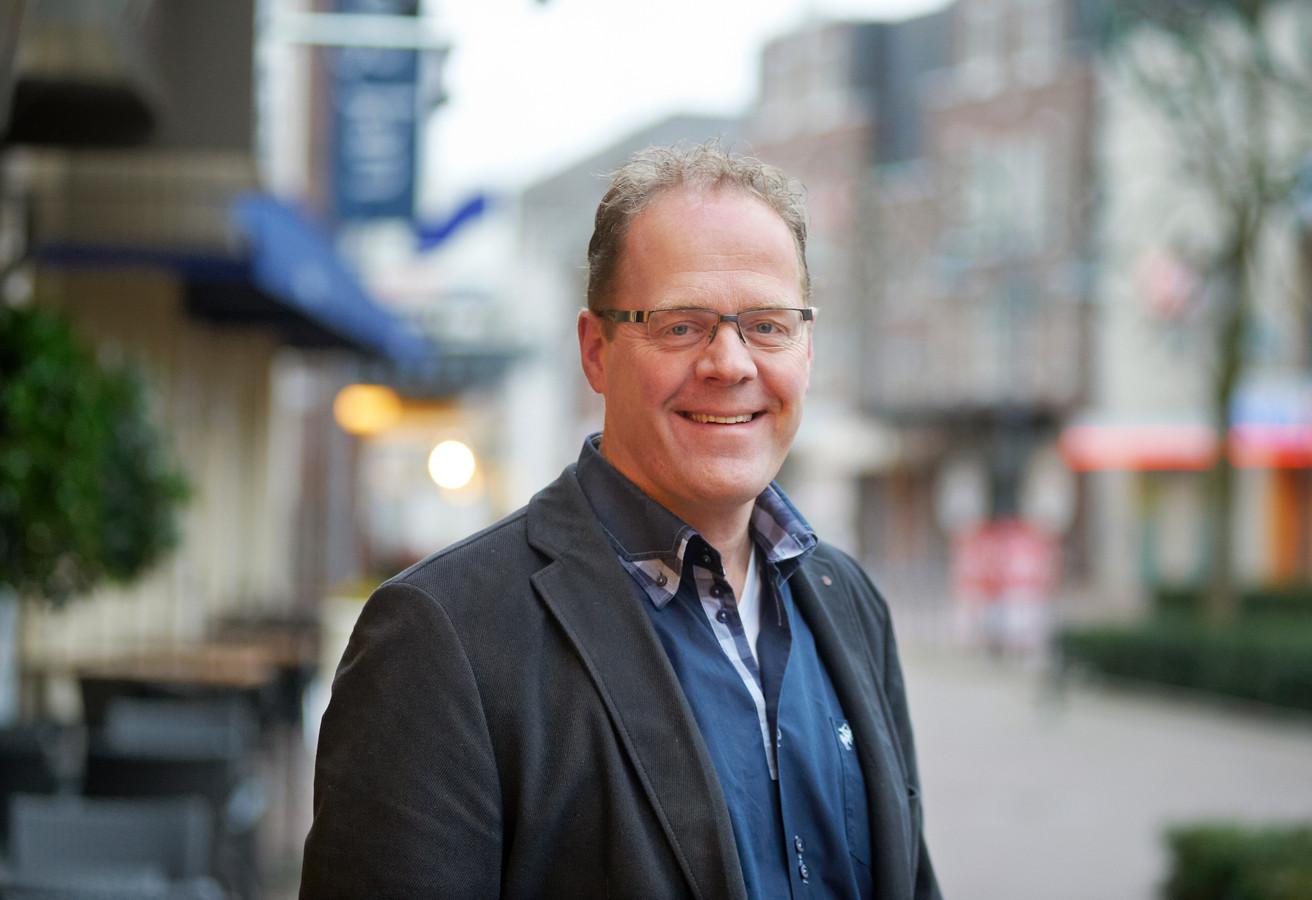 De horeca aan de Markt en de Molenstraat, de vele speciaalzaken en de 'sfeer' na de lampen en perkjes die de gemeente realiseerde. Het is Veghel op zijn best, zegt Rijkers.
