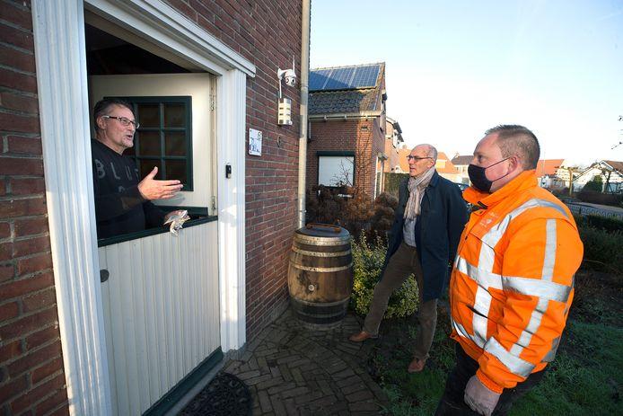 Vlnr: Hans van der Bizen, wethouder Ton Spaargaren en toezichthouder Roy Gertsen