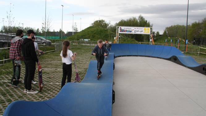 """Stunten op wieltjes op pop-upjeugdpark: """"Op het echte skatepark is het wachten tot volgende zomer"""""""
