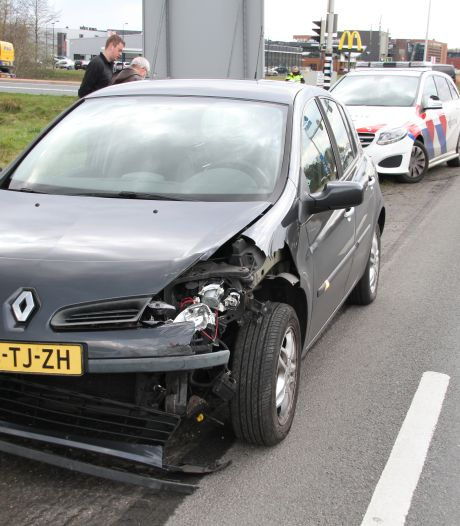 Auto's botsen op kruising Burgemeester Boersingel  en N35
