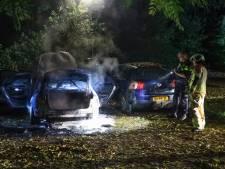 Auto in Soest brandt volledig uit, politie is op zoek naar de eigenaar