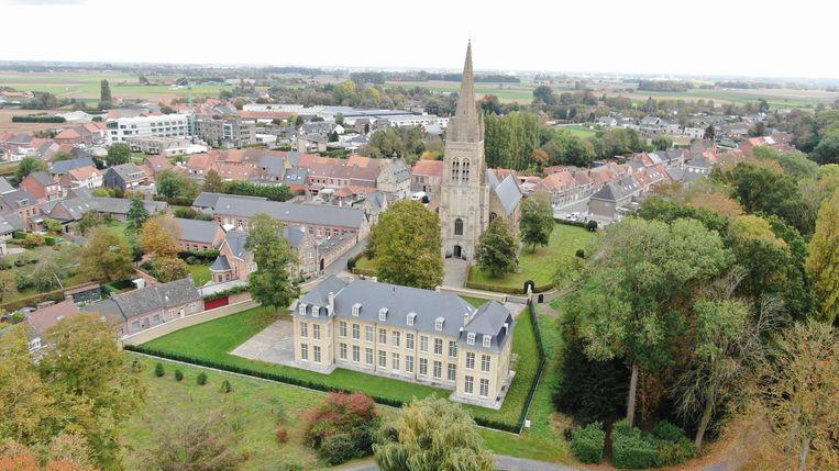 De Parkzaal ligt half verborgen tussen de kerk en het kasteel. Voor wie er van droomt op een exclusieve locatie te wonen.