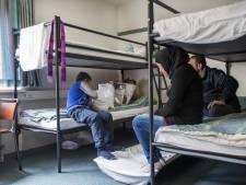 'Nederlandse asielcentra extra beveiligd na bloedbad Parijs'