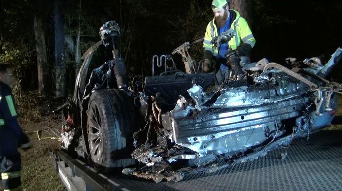 Van de wagen bleef na het ongeval niet veel meer over.