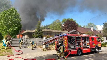 Wietplantage vat vuur: bewoner naar ziekenhuis na zware uitslaande brand in loods langs Ratmolenstraat