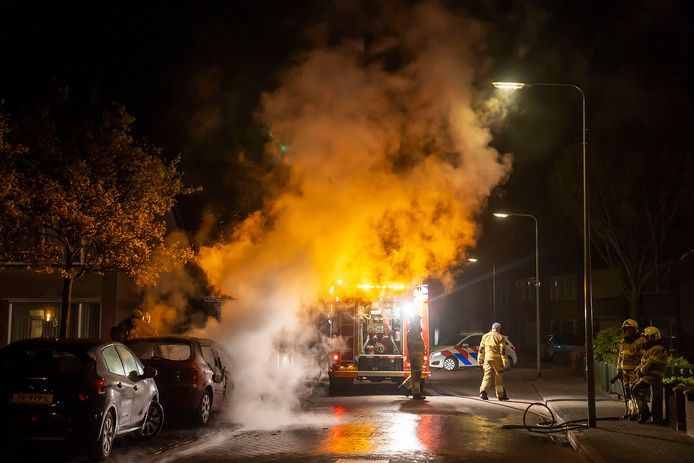 Opnieuw is een auto compleet uitgebrand in de gemeente Oss.