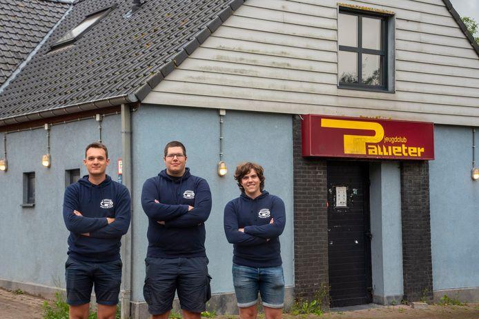 Jakob, Arne en Liam zoeken verse krachten voor de uitbating van Jeugdclub Pallieter in Scheldewindeke.