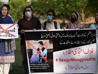 """Pakistaanse premier opnieuw onder vuur voor opmerkingen over verkrachting: """"Vrouwen dragen te weinig kleren"""""""