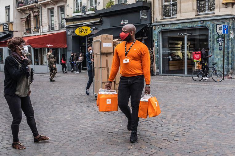 Voorzichtige bedrijvigheid in Parijs. Beeld Joris Van Gennip
